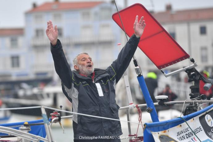 Jean-Luc Van Den Heede a passé la ligne d'arrivée hier aux Sables d'Olonne après 211 jours 23 heures, 12 minutes et 19 secondes.