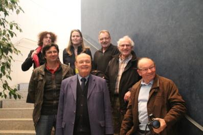 De gauche à droite : Jean-Christophe Roman, Louis Guédon et Bernard Penard entourés de quelques adhérents