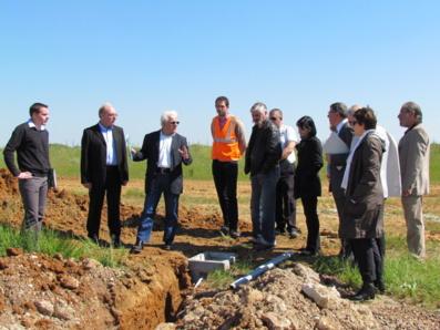 M. Marcel Gauducheau (Président de la Communauté de Communes du Pays Moutierrois) présente la nouvelle zone d'activités LES MOTETTES 2, située à Angles. Fin des travaux en juin 2013.