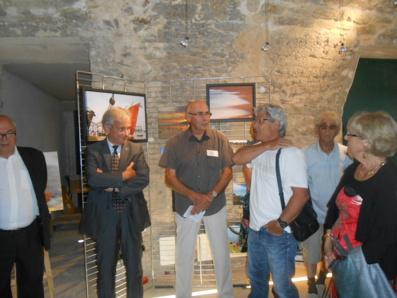 Au centre : Pierre Giraud, lors du vernissage