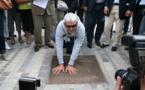 Inauguration plaque empreintes de Vincent Riou sur le nouveau remblai aux Sables d'Olonne