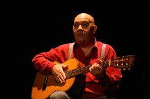 Le chanteur Gérard Morel à La Roche-sur-Yon ce jeudi 7 août avec toute sa clique