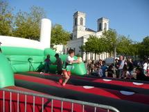 La Roche-sur-YON : 500 jeunes pratiquent le rugby place Napoléon