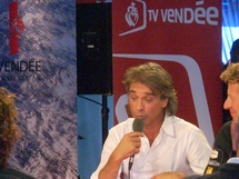Titouan Lamazou sur le plateau de TV Vendée sur le village du Vendée Globe