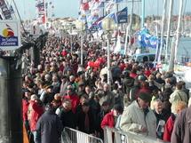 Noirs de monde jeudi, les pontons ne sont plus accessibles au grand public depuis vendredi soir.