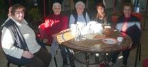 Ginette, Lina, Helena, Marcelle et Elisabeth se sont retrouvées mercredi matin autour d