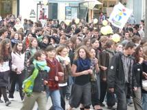 Les lycéens ouvraient le défilé des manifestants.