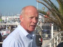 Mike Golding (Ecover)  pointe en 6e position à moins de 2 milles d'Armel Le Cléac'h (Brit Air), toujours 5e