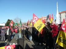 A l'appel de plusieurs syndicats, de nombreux cheminots de l'Ouest attendaient leurs PDG de la SNCF et du Réseau Ferré de France leur inquié