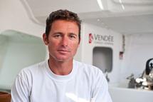 Mercredi soir, 21h15 : Armel Le Cléac'h franchit en vainqueur la ligne d'arrivée de la dernière étape de la Solitaire du Figaro 2010.