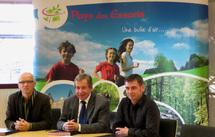 Jean-Paul Croué, Président de la Communauté de Communes du Pays des Essarts – Joël Sarlot, Président du CDT Vendée – Mickaël Ratouit, Président de l'Office du tourisme du Pays des Essarts.