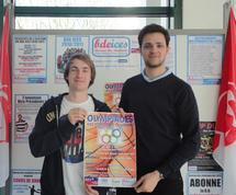 Camille GARNIER (Responsable des activités sportives du BDE ICES), et Thomas TIHY (Président du REV, Président des étudiants de l'ICES), présentent l'affiche des Olympiades des étudiants Vendéens 2011