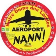 Le très vieux projet des élus nantais de construire un nouvel aéroport à Notre-Dame-des-Landes fait la une des journaux, à cause de la contestation qu'il suscite.
