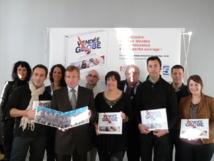 Joël Sarlot Président du CDT Vendée, entouré par Gloria Vela des Editions Offset 5, de plusieurs chefs, de Nathalie Batelli, Directeur et Karen Alletru, Responsable Communication du Comité Départemental du Tourisme de la Vendée.