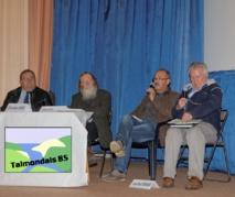Jean-Paul Ferrand (à droite) est intervenu lors du débat public sur les conséquences d'une maternité porcine sur la Commune du Poiroux