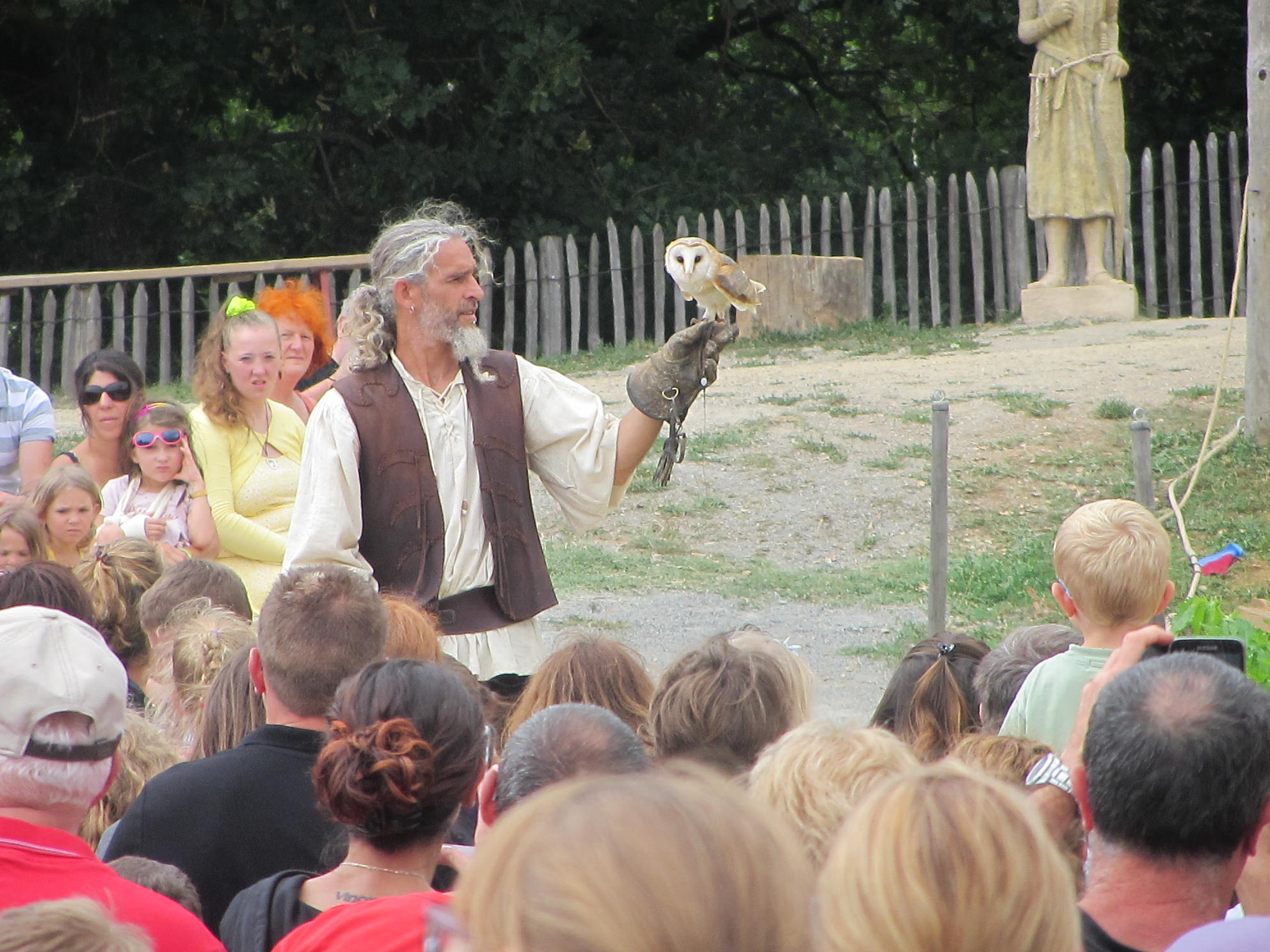 Avec Vol en Scène le public pourra partir à la découverte des différentes espèces d'oiseaux du XIIesiècle dans un spectacle consacré à Aliénor d'Aquitaine.