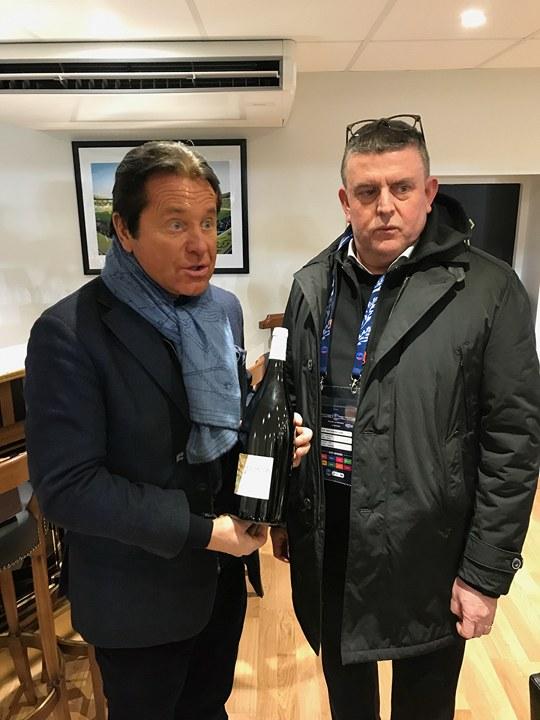 Un magnum de rouge du vignoble vendéen au Président KITA