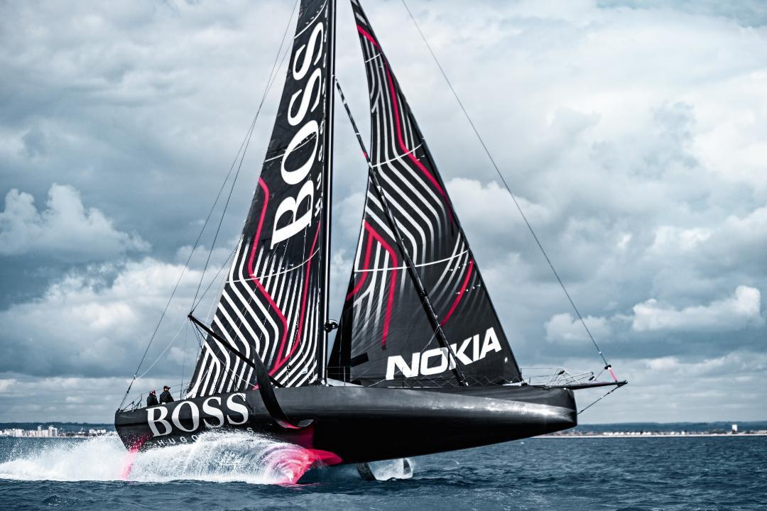 Le skipper britannique Alex Thomson a informé son équipe à terre d'un éventuel problème structurel à bord de HUGO BOSS.