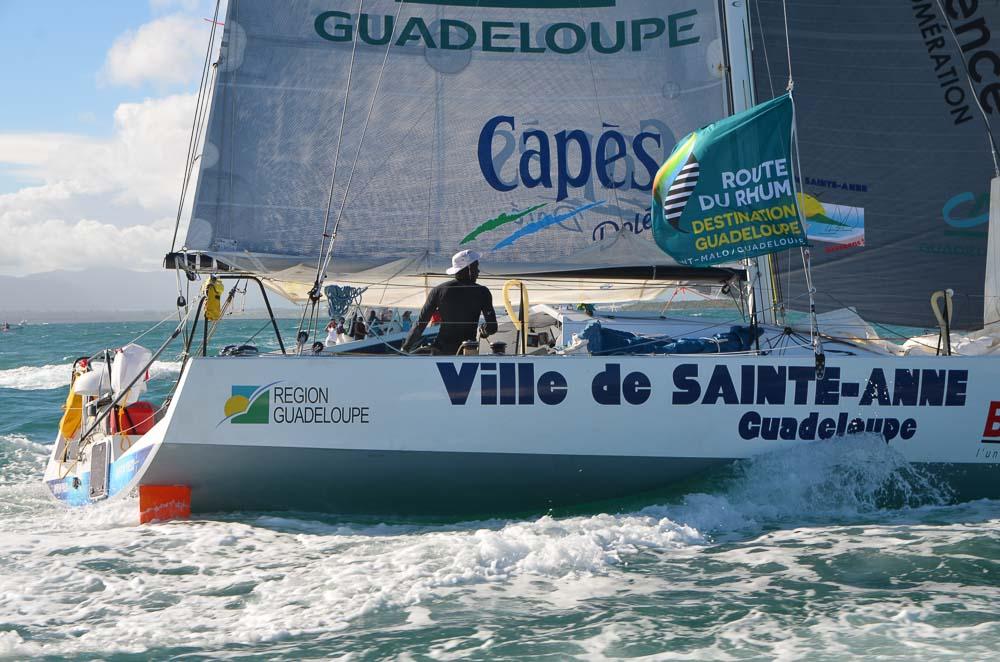 Il  ne reste plus que onze solitaires encore en course sur cette dixième édition de la Route du Rhum-Destination Guadeloupe