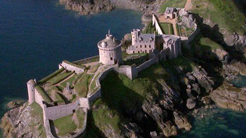 Ce soir « Des Racines & des Ailes » vous emmène En Bretagne, de la baie de Morlaix au cap Fréhel.