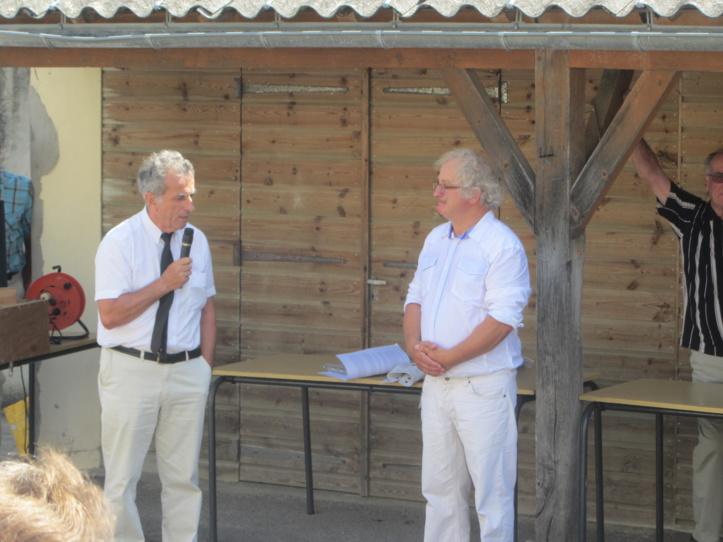 L'ancien Maire de la commune Pierre Berthomé et Conseiller général du Canton a salué le travail de l'Abbé Lucas aurprès de la popualtion et des associations en général