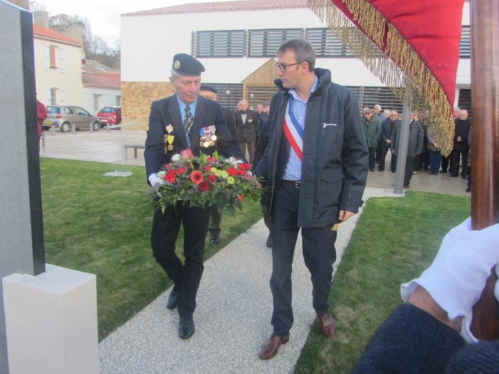 Jean claude Bossard, Jean de La Rochethulon ancien Maire, Pierre Jean Marchetti et Maxence de Rugy ont rappelé que plus de 27000 militaires français sont morts en Algérie dont de nombreux appelés du contingent.