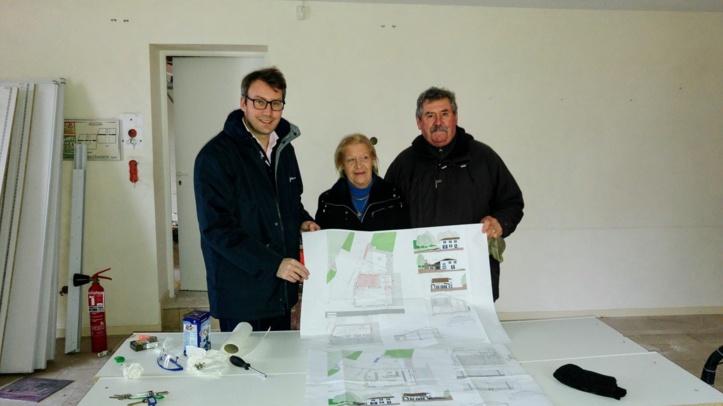 Maxence de Rugy, Maire, Béatrice Mestre Lefort et Joël Hillairet adjoints ont lancé les travaux de la nouvelle billetterie.
