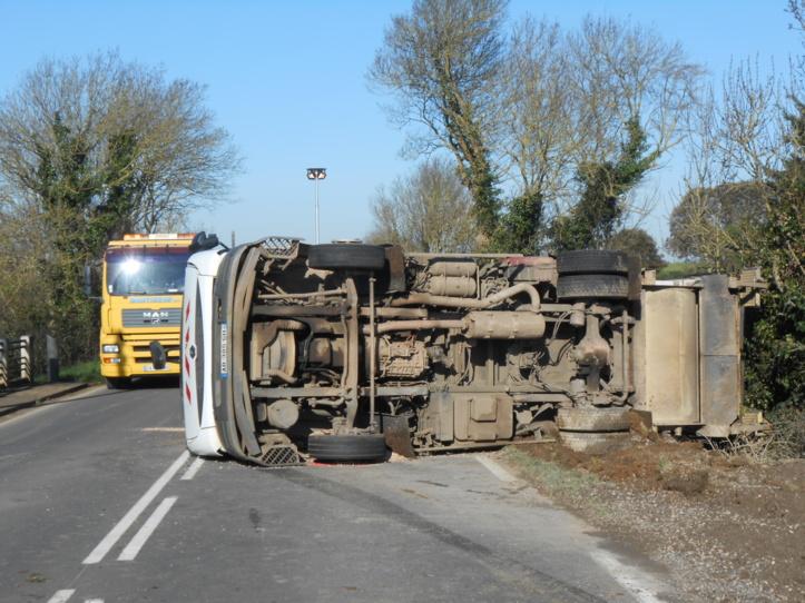 Un camion-poubelle se renverse entre  Jard-sur-Mer et Talmont-Saint-Hilaire