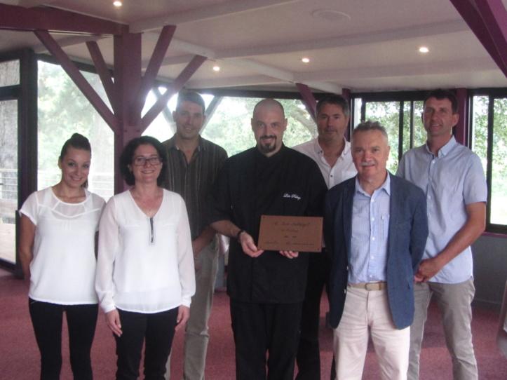 Loïc Pallaget était à l'honneur jeudi soir lors de la remise du titre de Maitre restaurateur des mains de Joël Giraudeau.