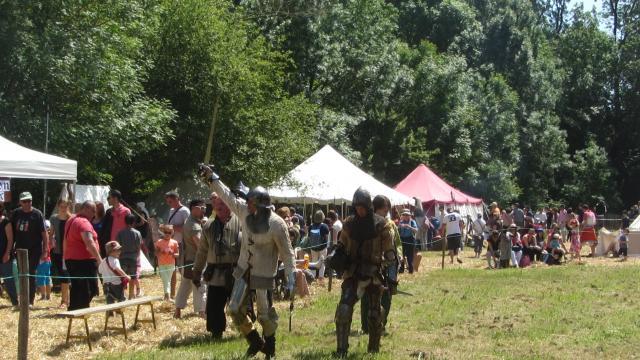 Musiciens, troubadours, hommes en armes animeront la journée dans l'enceinte du Château, mais aussi à la Patauderie.