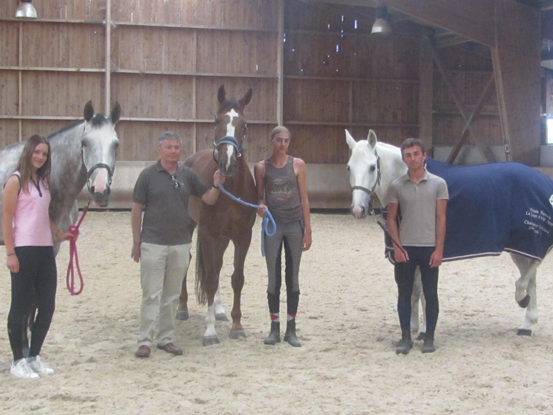 Aurore Allaire, Oscar Maigre, Patrick Mole et Sophie Auger co directrice de l'Ecurie du Grand Cailloux marquent l'actualité équestre talmondaise.